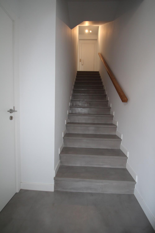 Escalera reformada con microcemento